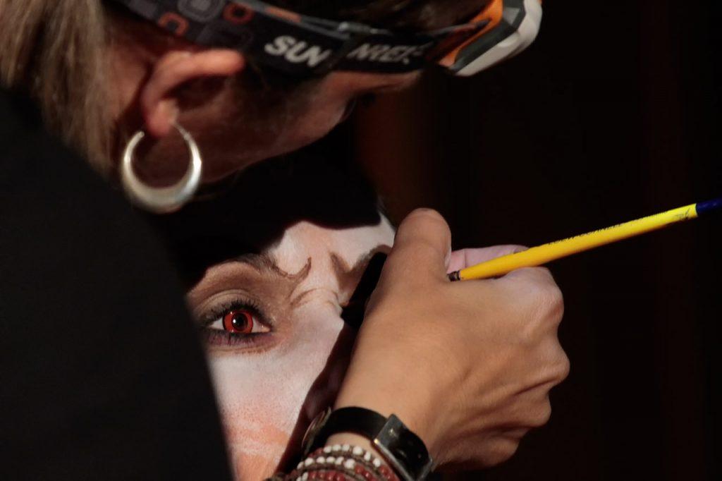 Maquillaje durante la ponencia