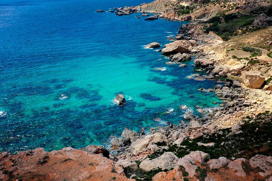 Playas de agua turquesa en las costas de Malta